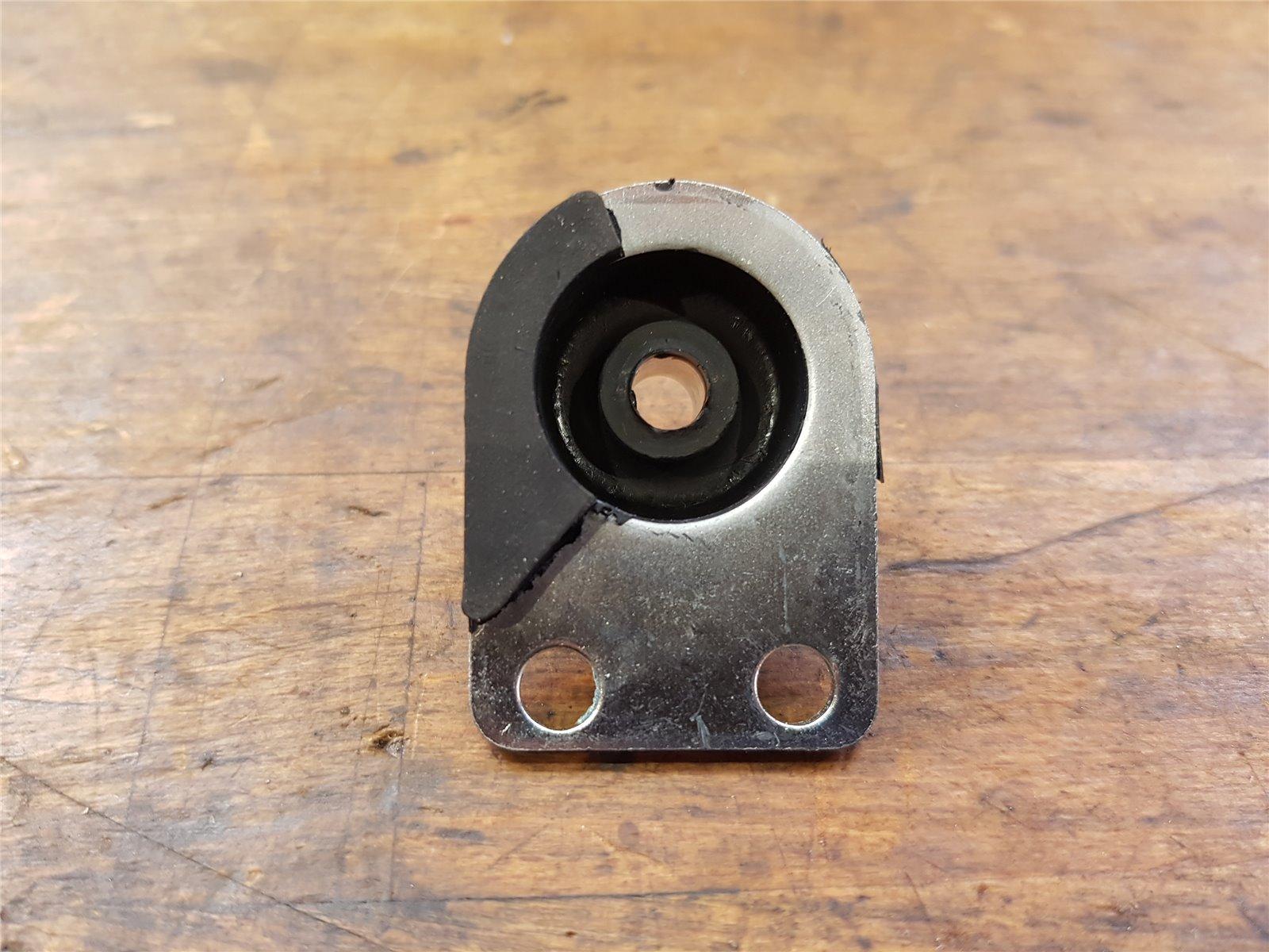 für Stihl 028 Vibrations-Dämpfer unten hinten rechts